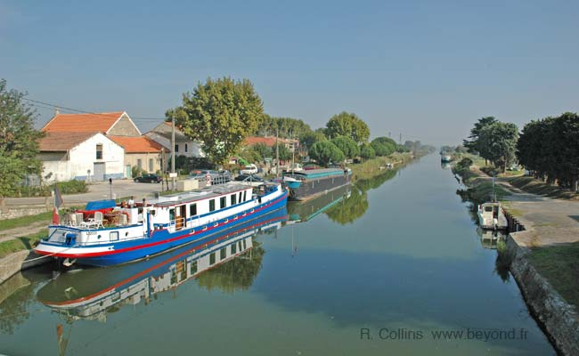 Canal at Aigues-Mortes photo