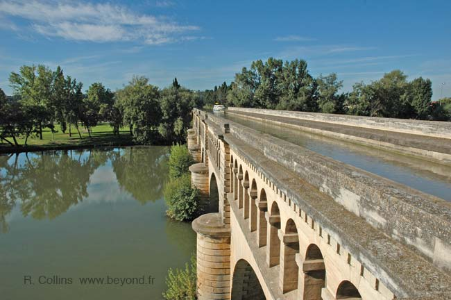 Beziers Orb canal-bridge photo
