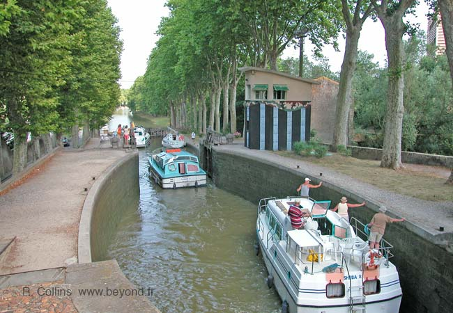 Caselnaudry canal locks photo