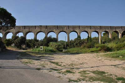 Comps Arcades Aqueduct photo comps-nimes-aqueduct0002b400.jpg