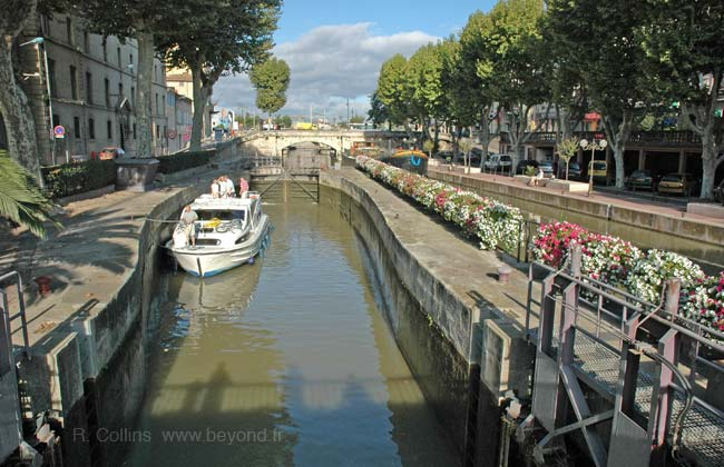 Narbonne canal locks photo