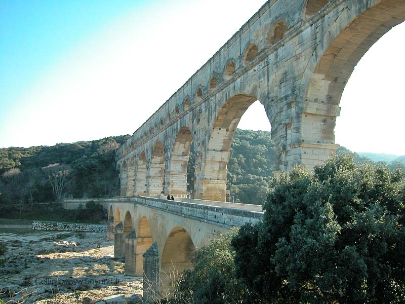 Pont du Gard closer