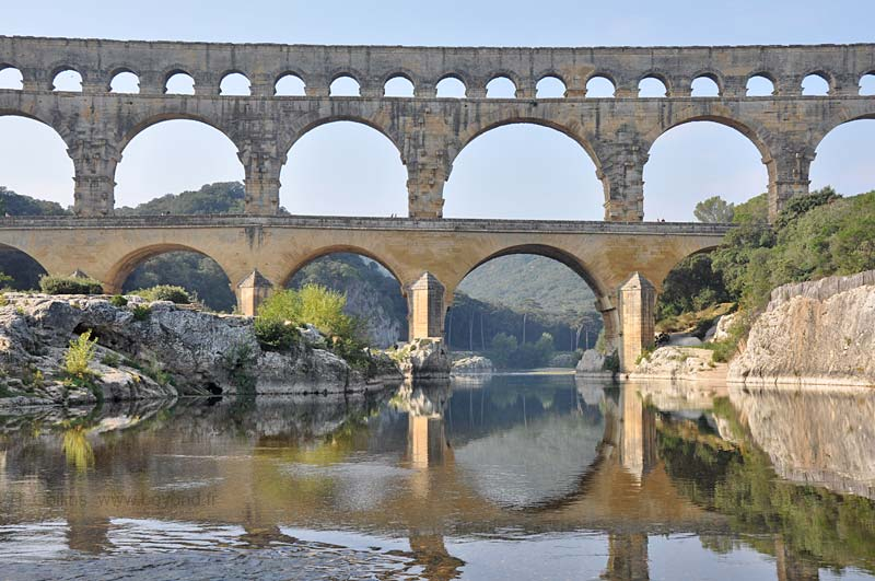 Triple-deck Pont du Gard and