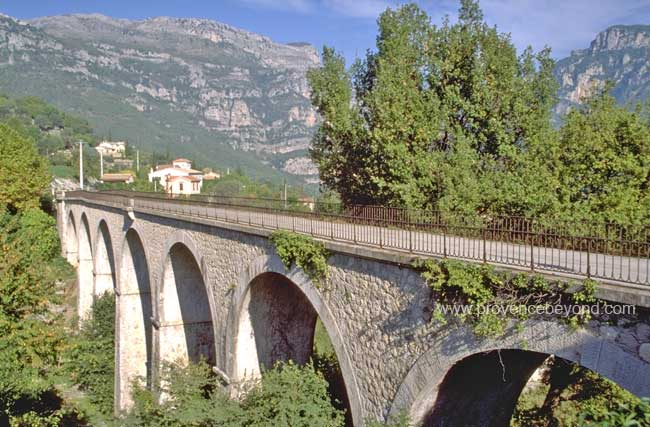 Bar-sur-Loup railway viaduct photo