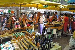 Market day at Uzes.jpg