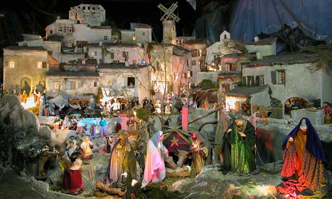 Valensole santons provencal themes and traditions by for Creche salon de provence