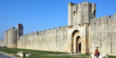 Aigues-Mortes east wall, with horse
