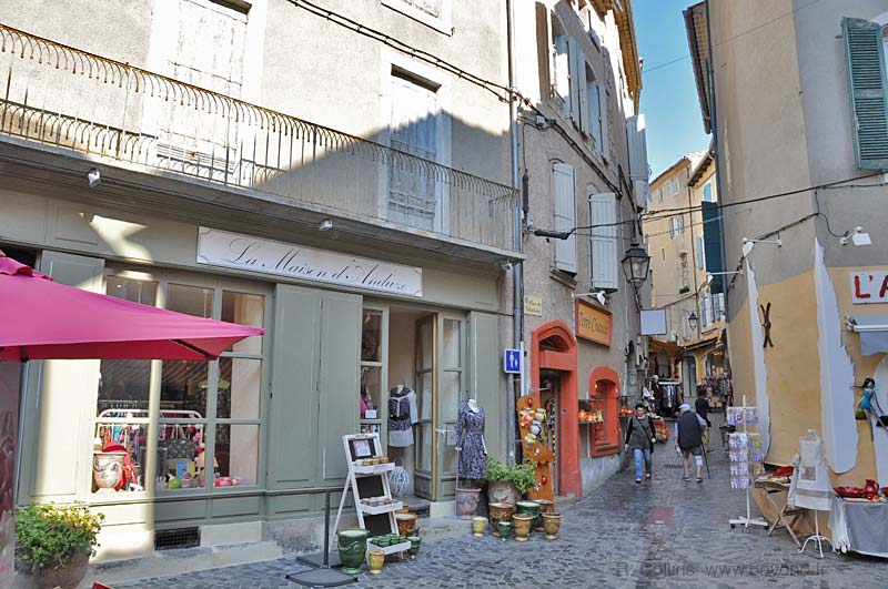 Anduze Rue Droite, leading in to