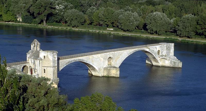 Avignon visit, photos, travel info and hotels, by Provence ...