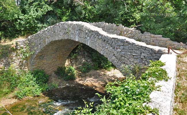 Medieval stone bridge at Besse-sur