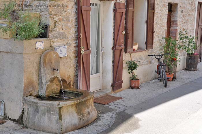 Besse-sur-Issole Fountains photo besseissole0154b.jpg