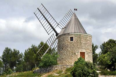 Moulin Bonnet windmill above Boulbon village