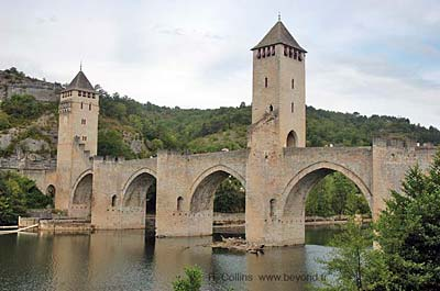 Cahors' Pont Valentré, 14th century fortified