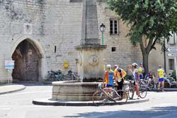 Cyclists at the main fountain in
