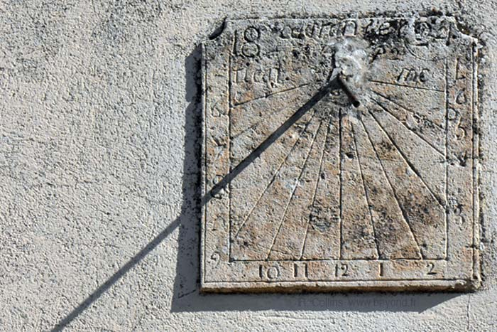Caseneuve photo caseneuve-sundial0010b.jpg