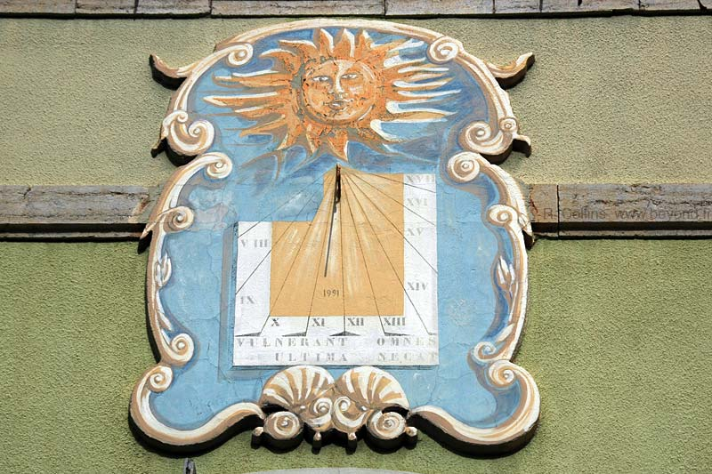 Castellane photo castellane-sundial0014b.jpg
