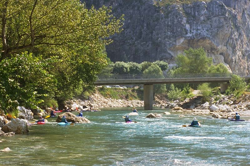 Kayaks on the Verdon river beside