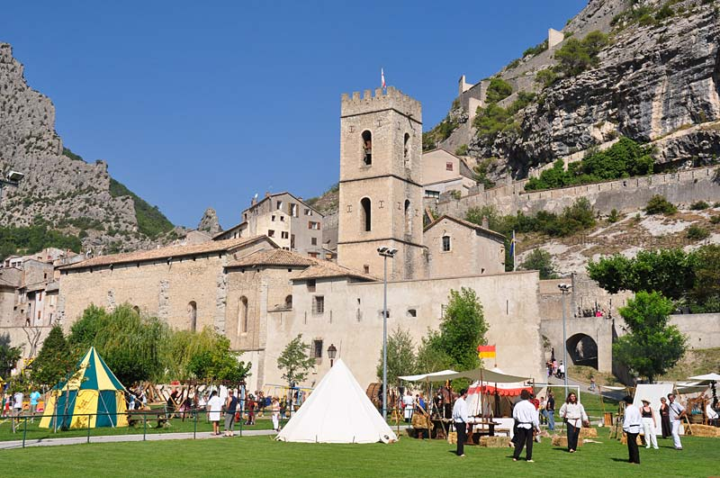 Fortified Villages photo entrevaux-festival0172b.jpg