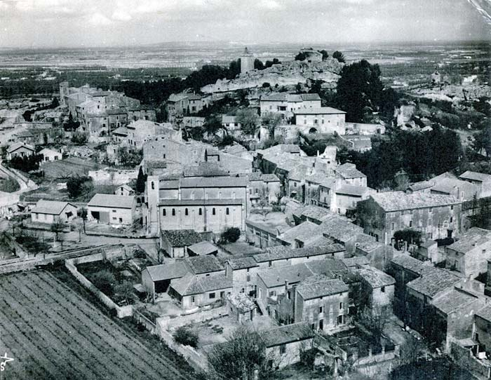 Aerial view of Eygalières from about