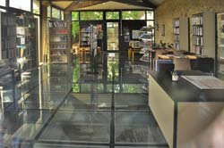 The Gaujac library, open Monday and