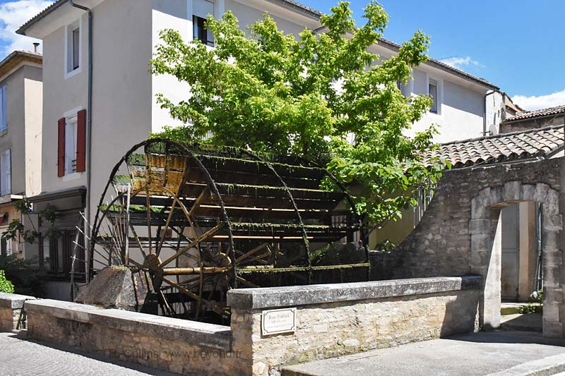 Isle-Sorgue Water Wheels photo isle-sur-sorgue-wheel0010b.jpg