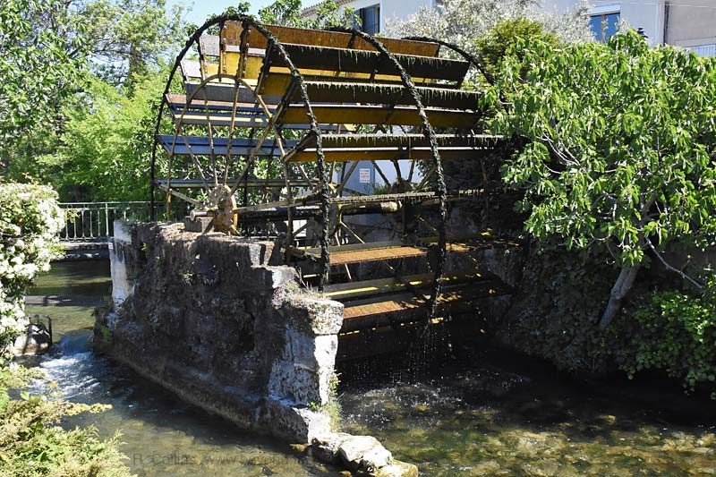 Isle-Sorgue Water Wheels photo isle-sur-sorgue-wheel0058b.jpg