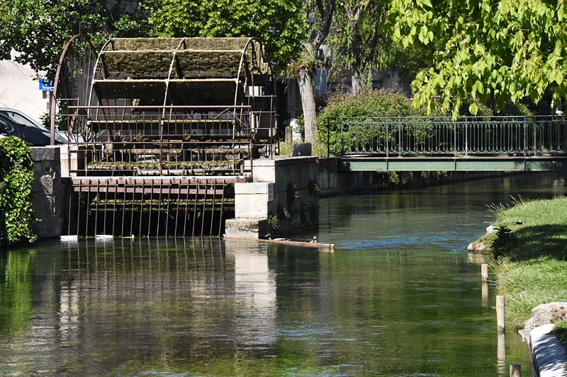 Isle-Sorgue Water Wheels photo isle-sur-sorgue-wheel0102b.jpg