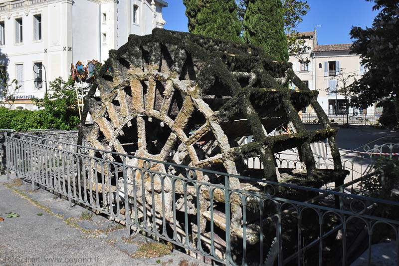 Isle-Sorgue Water Wheels photo isle-sur-sorgue-wheel0115b.jpg