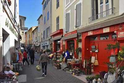 Shops along Rue Carnot in Isle