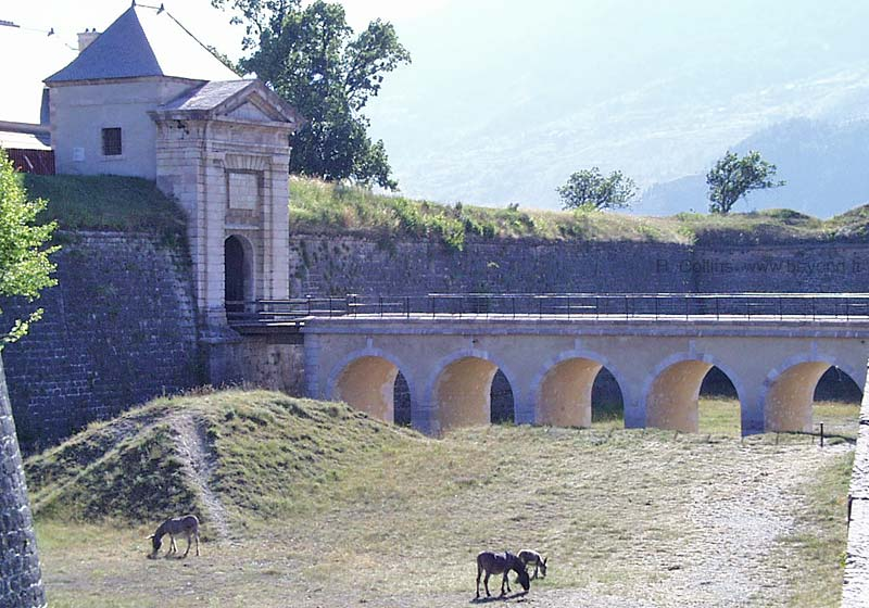 Fortified Villages photo mont-dauphin0001b.jpg