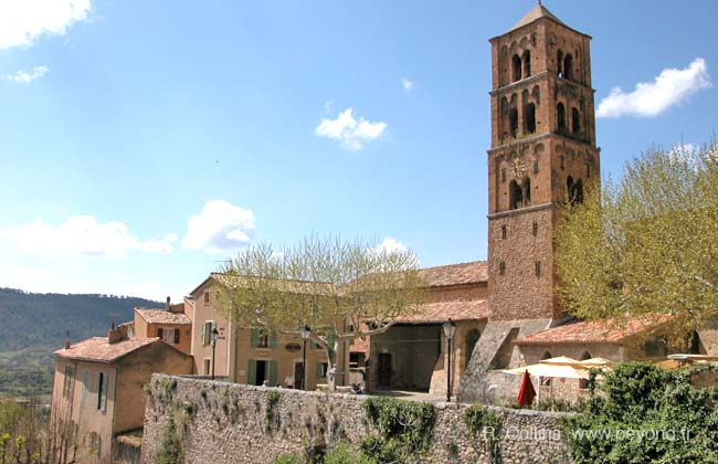 Moustiers-Sainte-Marie photo moustiers0032b.jpg