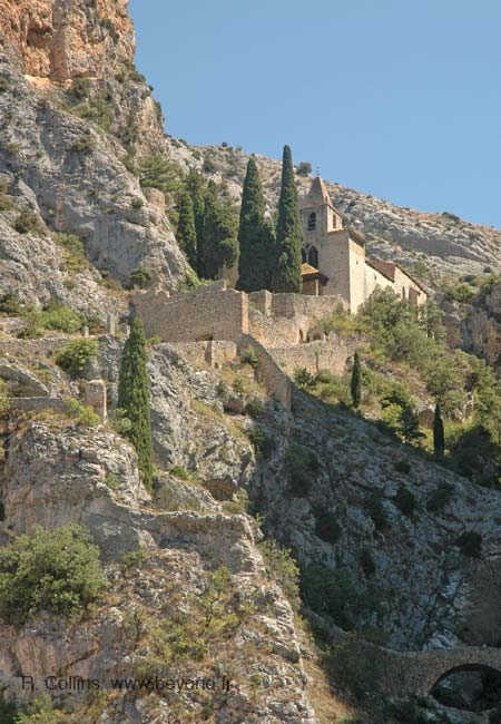 Moustiers sainte marie photo gallery by provence beyond - Office de tourisme de moustiers sainte marie ...