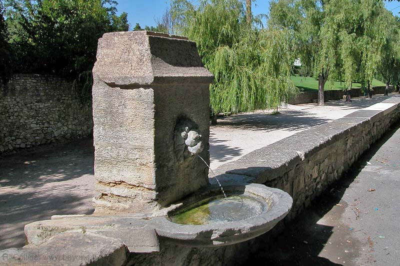 Pernes-les-Fontaines Fountains photo pernes-fontaines0022b.jpg