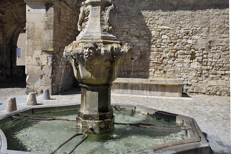 Pernes-les-Fontaines Fountains photo pernes-fontaines0754b.jpg