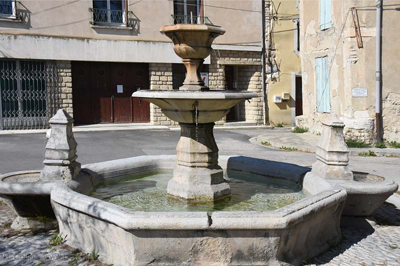Pernes-les-Fontaines Fountains photo pernes-fontaines0767b.jpg