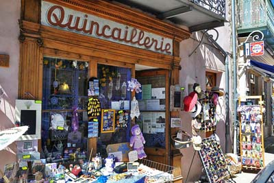 The 'modernized' <i>quincaillerie</i> in