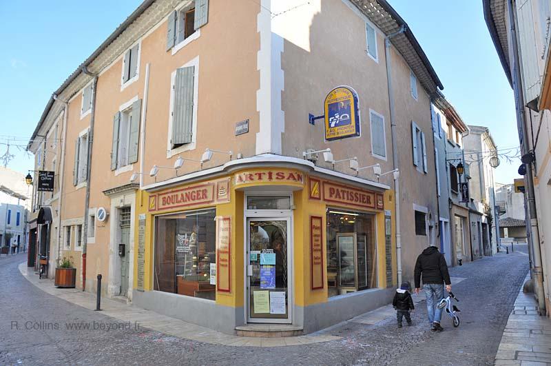 Saint paul trois chateaux photo gallery by provence beyond for Piscine municipale saint paul trois chateaux