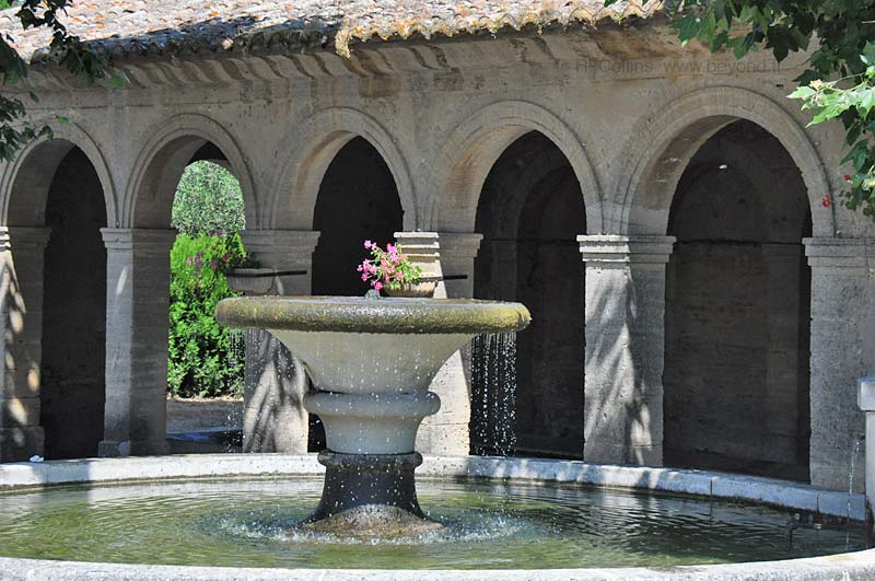 Fountain and lavoir of Saint Victor