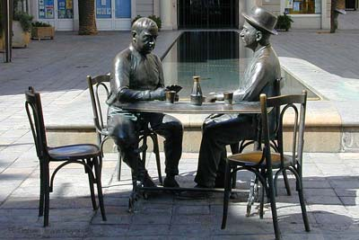 Bronze statues of 2 men playing