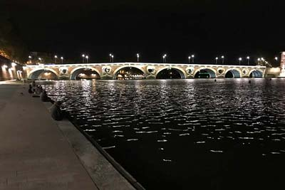 Toulouse Pont Neuf at night, viewed